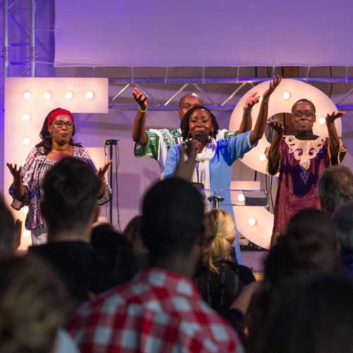 Internationale Gottesdienste mit afrikanischer Gospelband